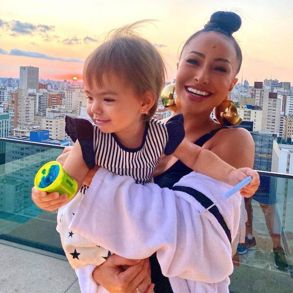Sabrina Sato se diverte ao criar 'novos nomes' para a filha, Zoe