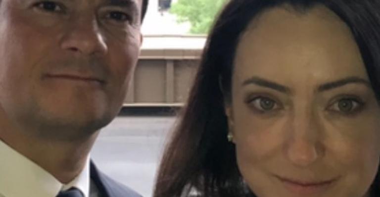 Em publicação rara nas redes sociais, Rosangela Moro quebra o silêncio sobre saída do marido