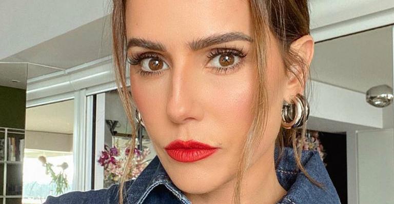 Em casa, atriz mostrou como sua pele é de verdade quando ela está sem maquiagem