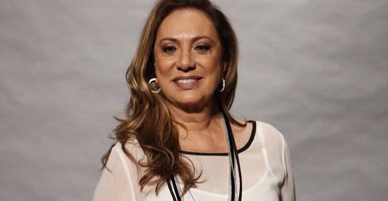 A atriz ainda ressaltou a dificuldade do povo para receber o auxílio emergencial de R$ 600