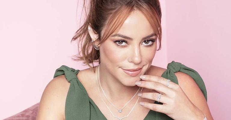 A atriz arrancou elogios mostrar seu talento com o instrumento nas redes sociais