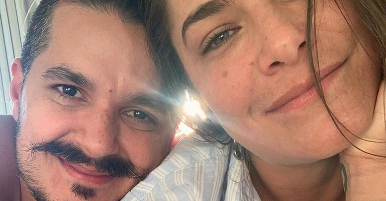 Bruno Lopes compartilhou um ensaio bem sexy com a atriz nas redes sociais
