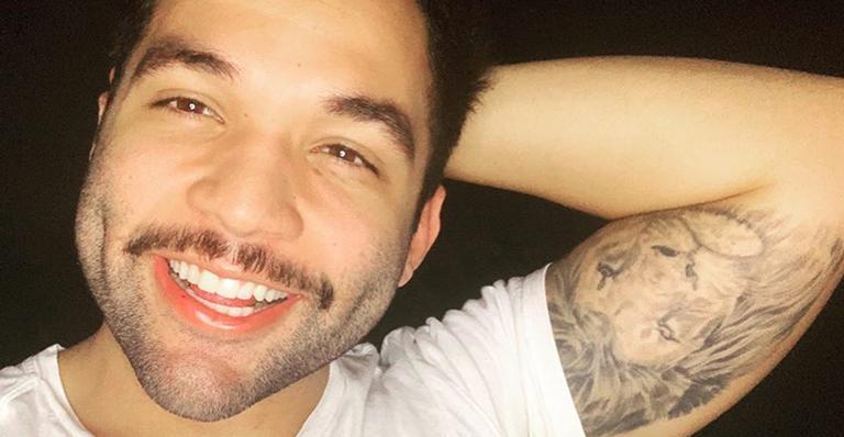 Jonathan Costa se curou da doença e afirmou que continuará em casa para evitar um possível segundo contágio
