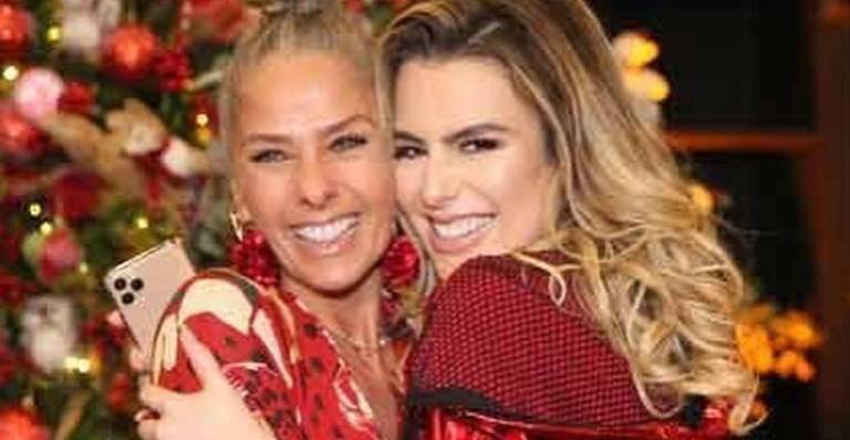 Nas redes sociais, atriz compartilha cliques ao lado da ex-BBB e declara todo seu amor
