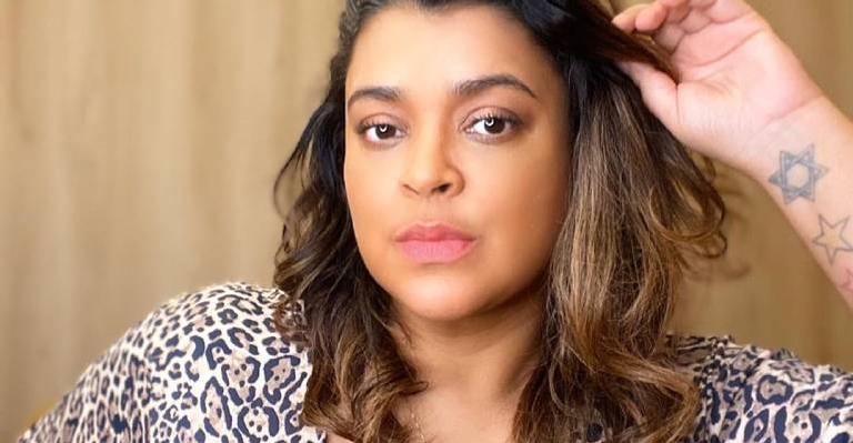 Cantora compartilha texto reflexivo e fãs apelos para fãs se cuidarem