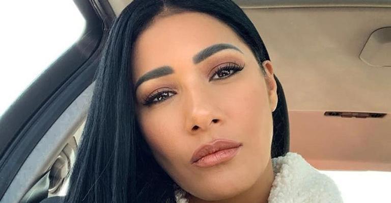 Aos 37 anos, irmã de Simone surgiu sem maquiagem e exibiu uma pele perfeita