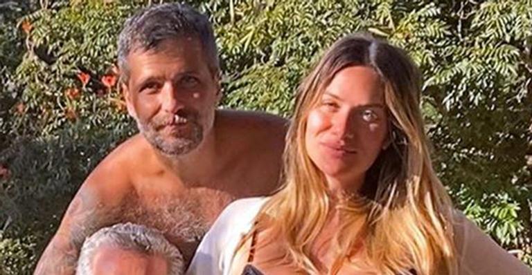 Para comemorar o aniversário do pai, ela reuniu toda a família em clique inédito; veja
