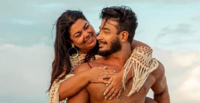 A atriz usou as redes sociais para parabenizar o noivo, Diogo Mello