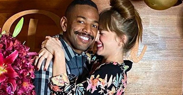 Namorada do cantor ganhou festa surpresa romântica e chique; veja foto