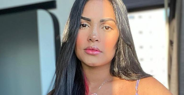 A cantora compartilhou o resultado final da cirurgia plástica de vários ângulos e chocou com a diferença