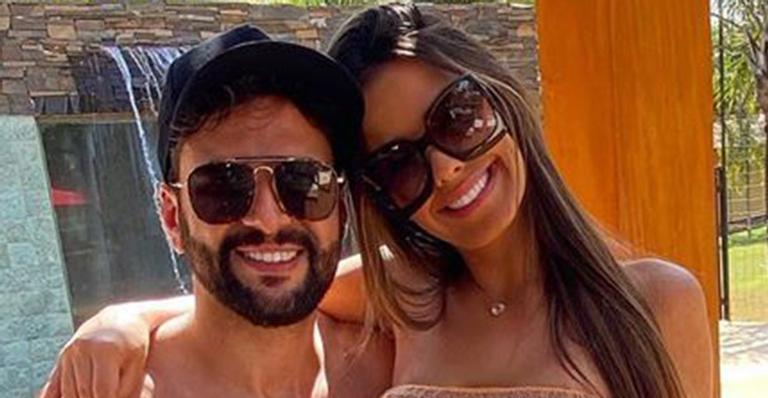 Beleza e boa forma do casal deixaram os fãs babando nas redes sociais após clique ousado