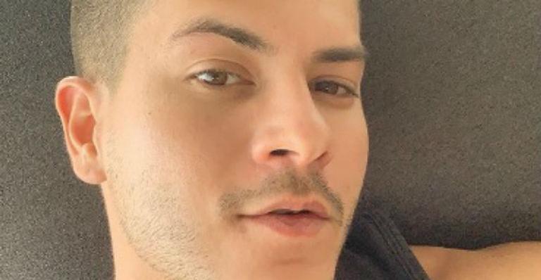 Ator decide tirar de suas redes o vídeo de sua versão sobre acusações que sofreu de Mayra Cardi e movimenta a web