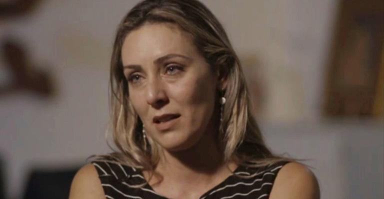 Em série, ela conta que foi abusada ao procurar o médium para ajudar o marido que estava em coma