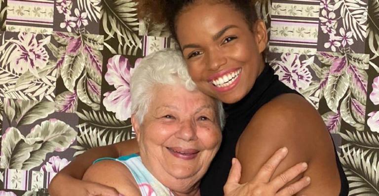 A atriz usou suas redes sociais para fazer uma homenagem emocionante para a avó