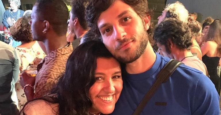 Regina Casé celebra aniversário de Chay Suede e lamenta saudade: 'Te dar um cheiro no cangote' – Contigo!