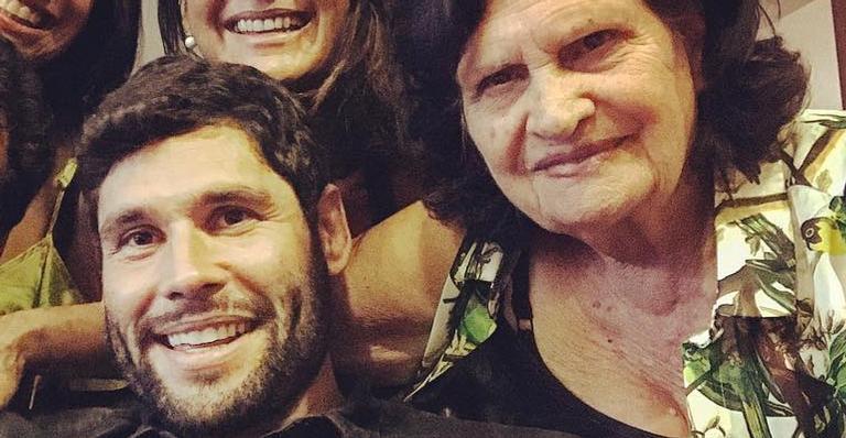 O ator usou suas redes sociais para comemorar mais um ano de vida da mãe, Dona Dil