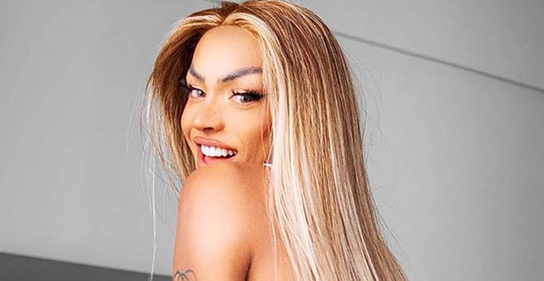 A drag queen arrancou elogios da web ao compartilhar um clique bem ousado nas redes sociais