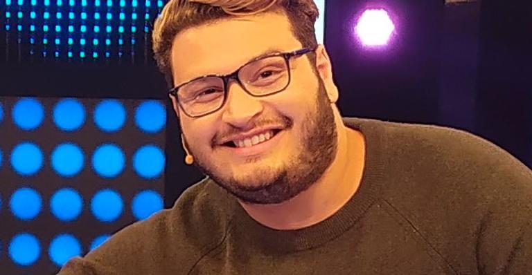Em participação na RedeTV!, ele falou sobre a paixonite abertamente; veja