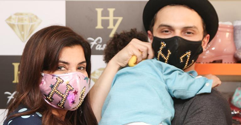 Cantora posou com o marido e o filho em evento e encantou os seguidores; veja