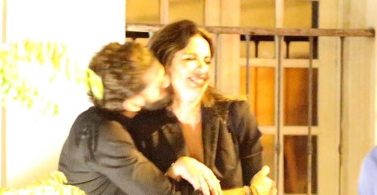 Ao deixar restaurante, apresentadora mostrou química com seu novo amor; veja fotos