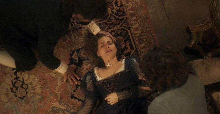A princesa não suportou ler mensagens apaixonadas do marido com amante e se desespera