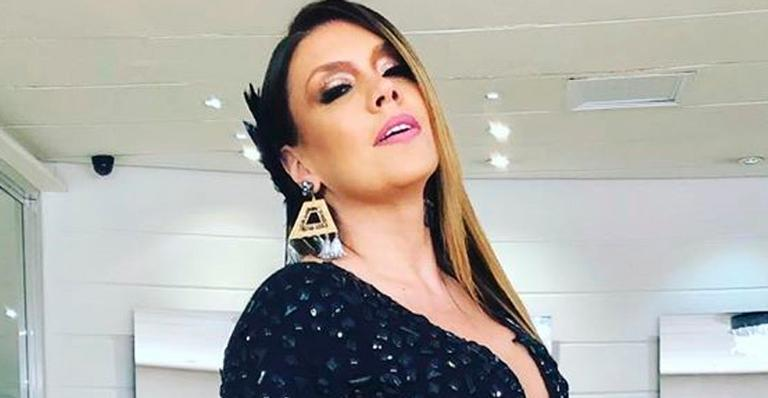 Aos 44 anos, cantora esbanjou boa forma e pernões; veja