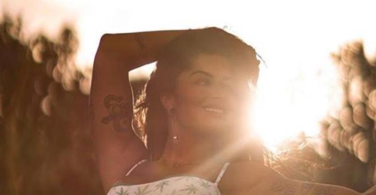 Maravilhosa, modelo virou assunto após fotão com maiô diferente na web