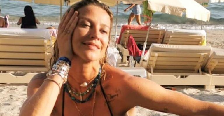 Atriz deixou web babando ao exibir corpão real em clique topless durante viagem
