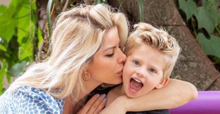 A apresentadora parabenizou o herdeiro compartilhando um vídeo emocionante de momentos marcantes na vida do pequeno