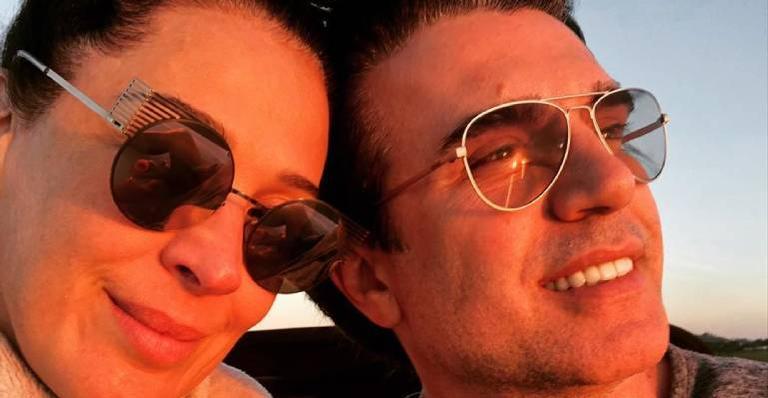 Atriz compartilha clique em clima de romance ao lado do amado e declara todo seu amor