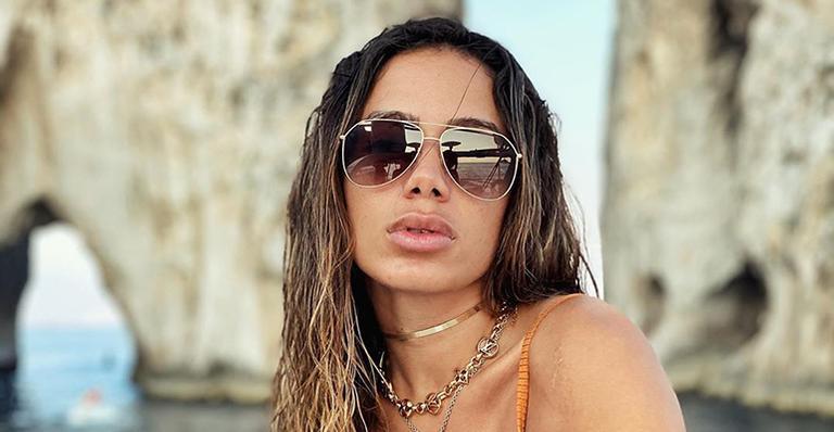Em vídeo, a cantora surge em passeio luxuoso ao lado de influenciador amigo dos famosos