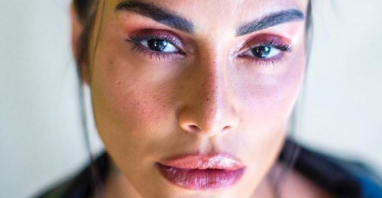 A atriz conscientizou fãs sobre o Agosto Lilás