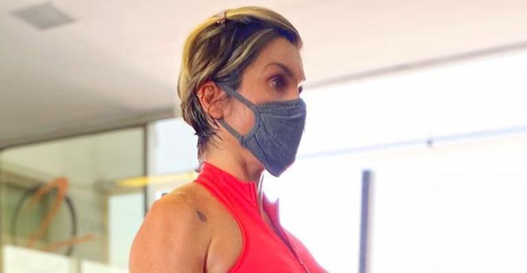 De barriga de fora, esposa de Otaviano Costa deixou fãs babando nas redes sociais