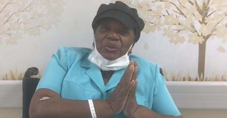 Emocionada, ela enviou um recado tocante aos fãs após deixar o hospital