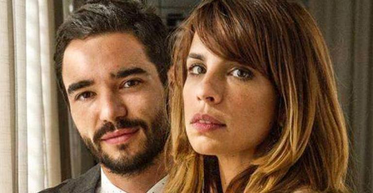 Casal está oficialmente separado após ator quitar metade da mansão que era do casal - um direito da atriz