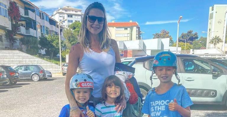 Mamãe coruja aproveita passeio paradisíaco junto dos filhos e se derrete de amores
