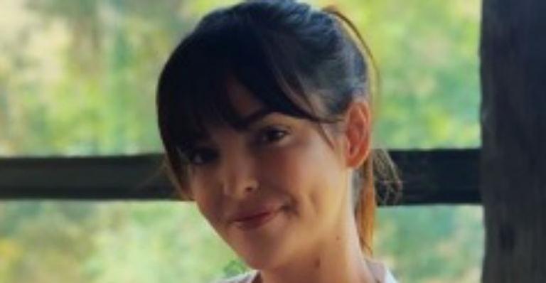 Ela compartilhou mais um clique esbanjando felicidade com o herdeiro e brincou sobre dificuldade de sair do monotema