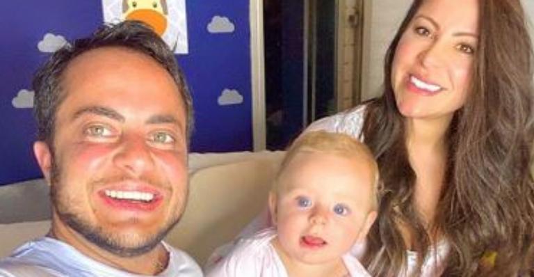 Esposa de Thammy Miranda derreteu fãs com a fofura e simpatia do bebê durante ensaio especial