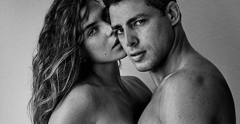 Em clique do fotógrafo Mario Testino, casal protagonizou momento em que mostra química