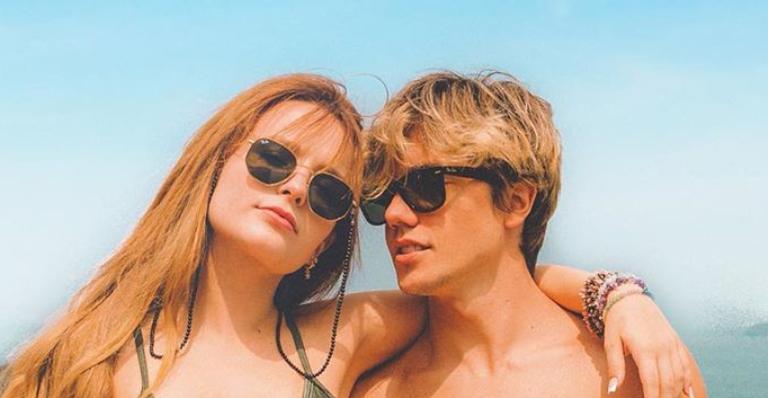Atriz comemora mais um mês de namoro com Leo Cidade com declaração comovente