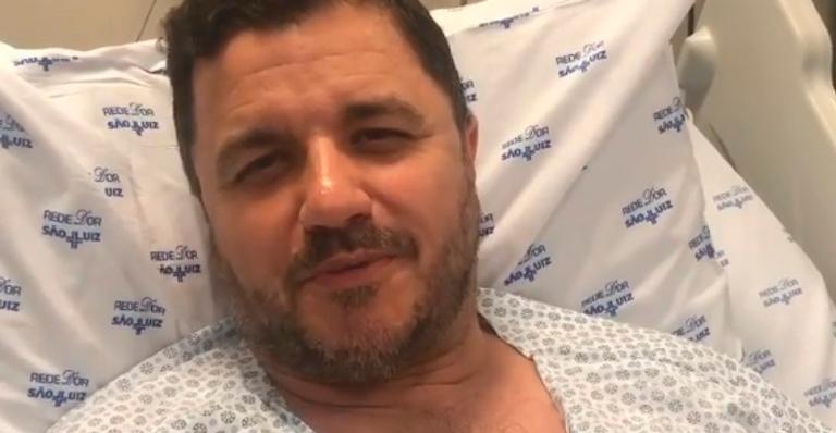 Passado o susto, cantor falou a respeito da cirurgia arriscada pela qual passou; veja o vídeo