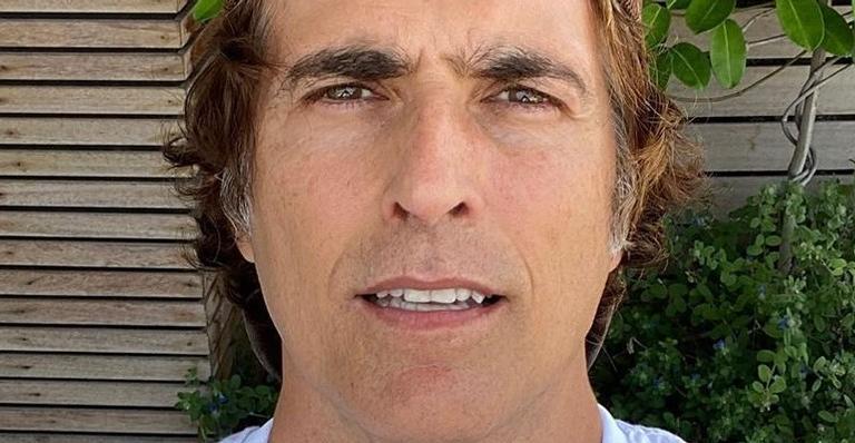O ator já haviapostado fotos com o cabelo grisalho masestavasempre fazendo mistério usando gorro ou boné