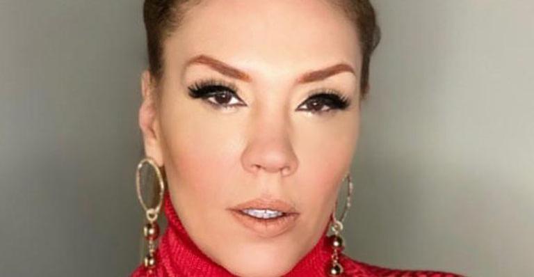 Com produção caprichada, cantora surgiu com look bafônico e beleza impressionou