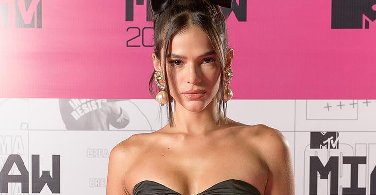 Dona de um corpão, atriz que é uma das apresentadoras da edição 2020 elegeu look poderoso