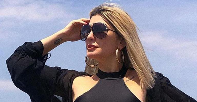 Aos 47 anos, ela publicou clique bem ousado nas redes sociais e fãs ficaram em choque