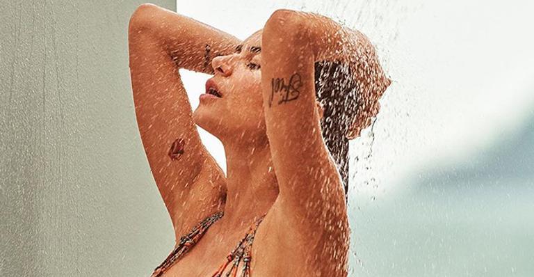 Em dia de forte calor, ela aliviou as altas temperaturas com momento bem ousado na web