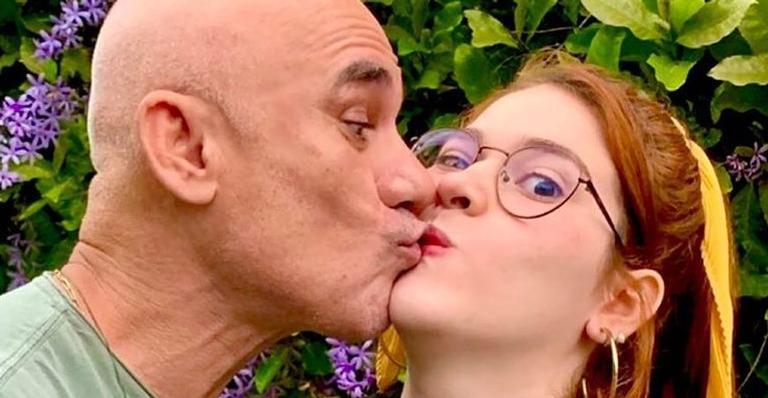 Pai e filha, que participaram da 18° edição reality, causaram ao trocarem selinho