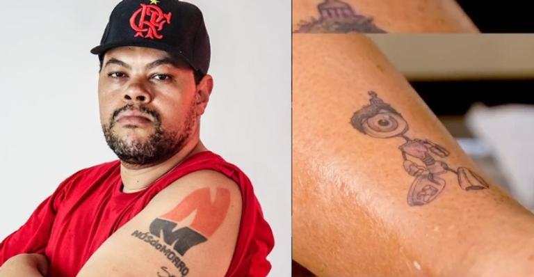 Ator que havia prometido tattoo durante confinamento cumpre promessa e encanta fãs
