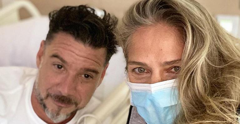 Ela pegou os fãs de surpresa ao aparecer em hospital ao lado do empresário