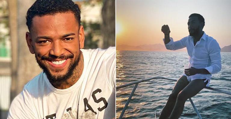 Nas redes, o cantor registrou passeio em seu novo barco e comemorou:
